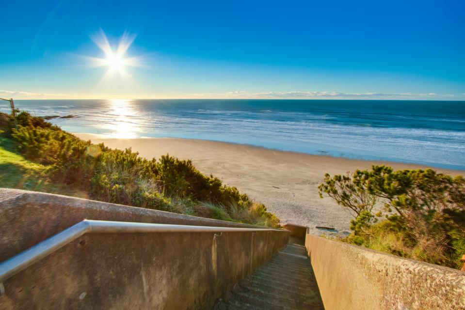 Warm Ocean Breeze - Lincoln City Vacation Rental - Photo 25