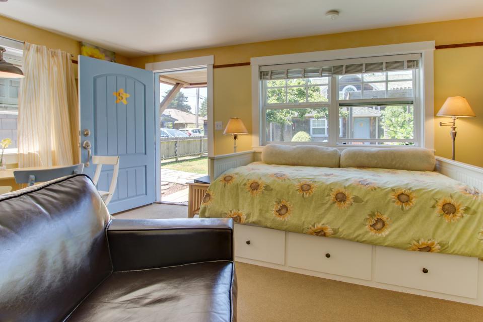 Hidden Villa Cottage #5 - The Sunflower Cottage - Cannon Beach Vacation Rental - Photo 11