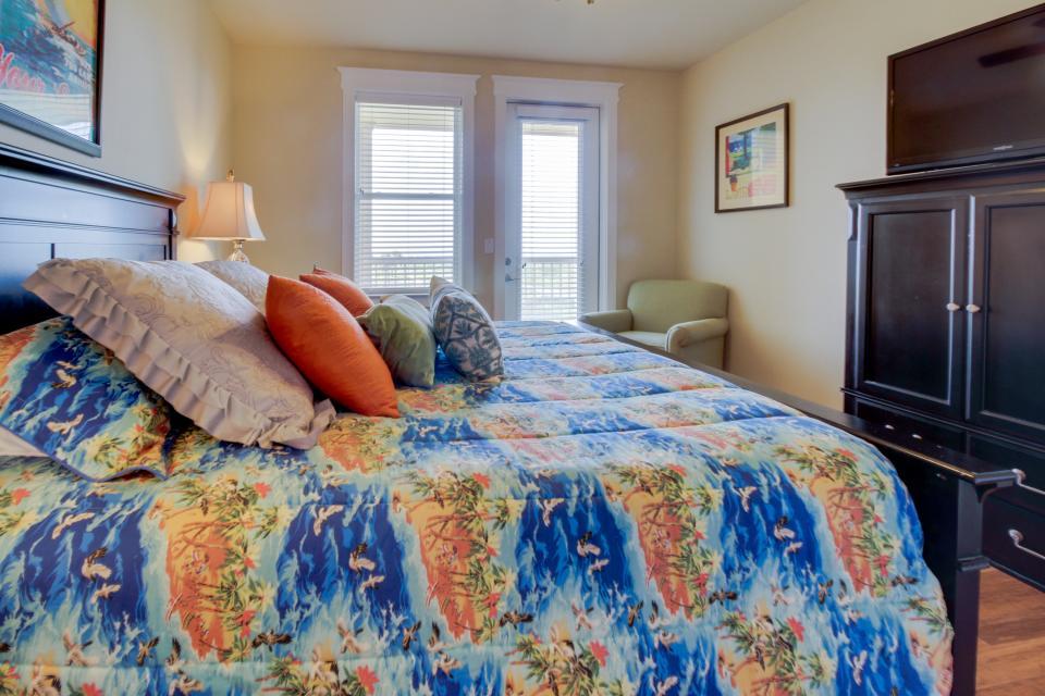 Summer Winter Retreat - Galveston Vacation Rental - Photo 19