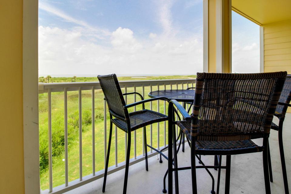 Summer Winter Retreat - Galveston Vacation Rental - Photo 15