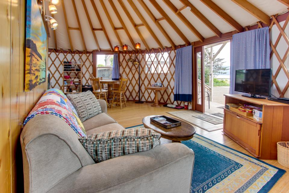 Yurt on the Bay - Bay City Vacation Rental - Photo 3