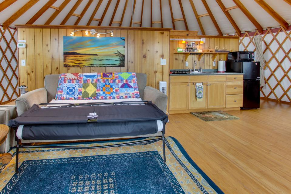 Yurt on the Bay - Bay City Vacation Rental - Photo 17