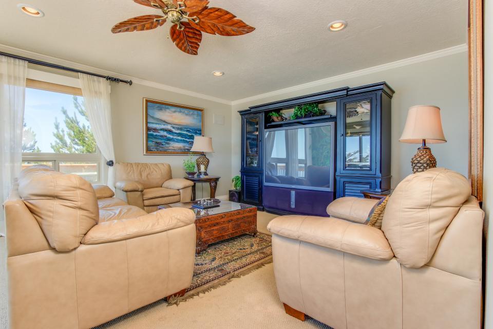 Luxury Ocean Escape - Lincoln City Vacation Rental - Photo 7