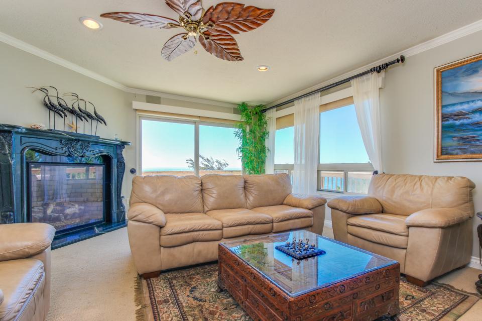 Luxury Ocean Escape - Lincoln City Vacation Rental - Photo 8