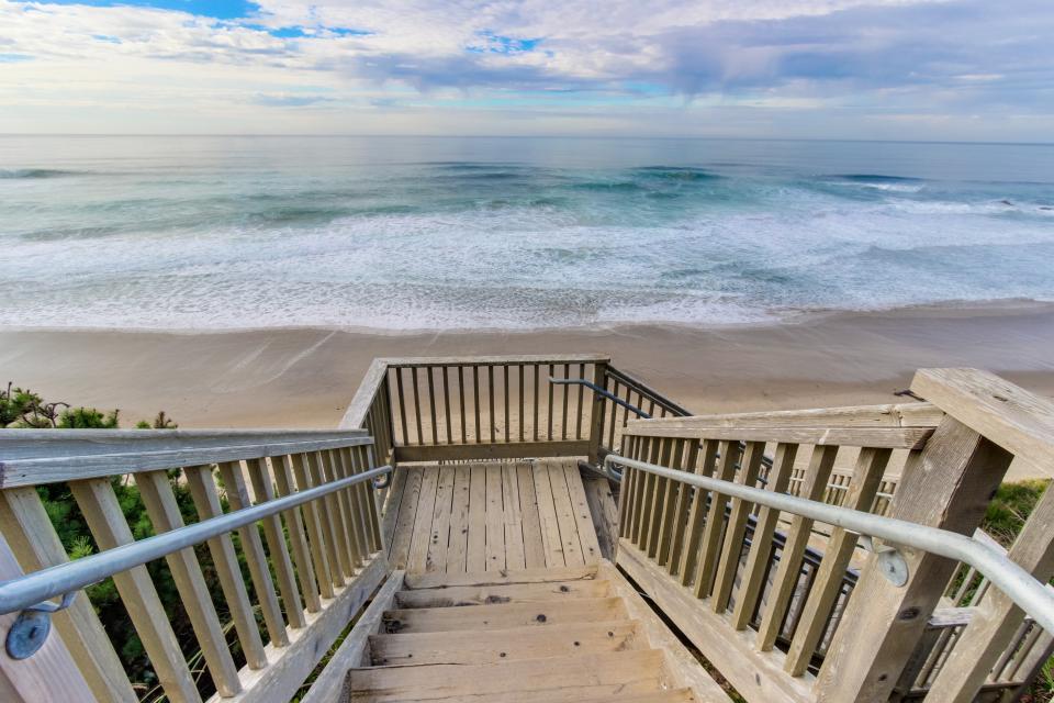 Luxury Ocean Escape - Lincoln City Vacation Rental - Photo 26
