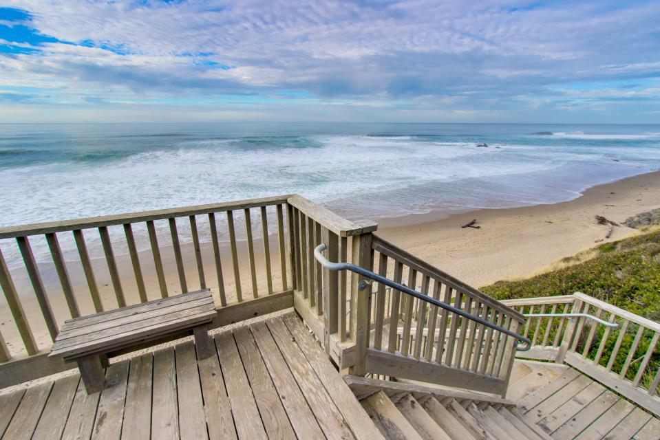 Luxury Ocean Escape - Lincoln City Vacation Rental - Photo 27