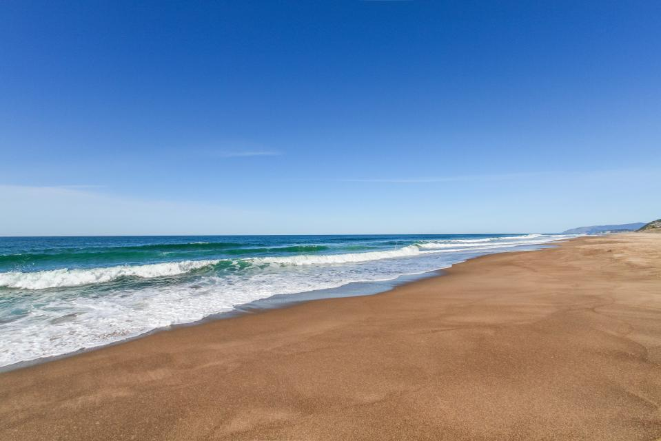 Luxury Ocean Escape - Lincoln City Vacation Rental - Photo 29