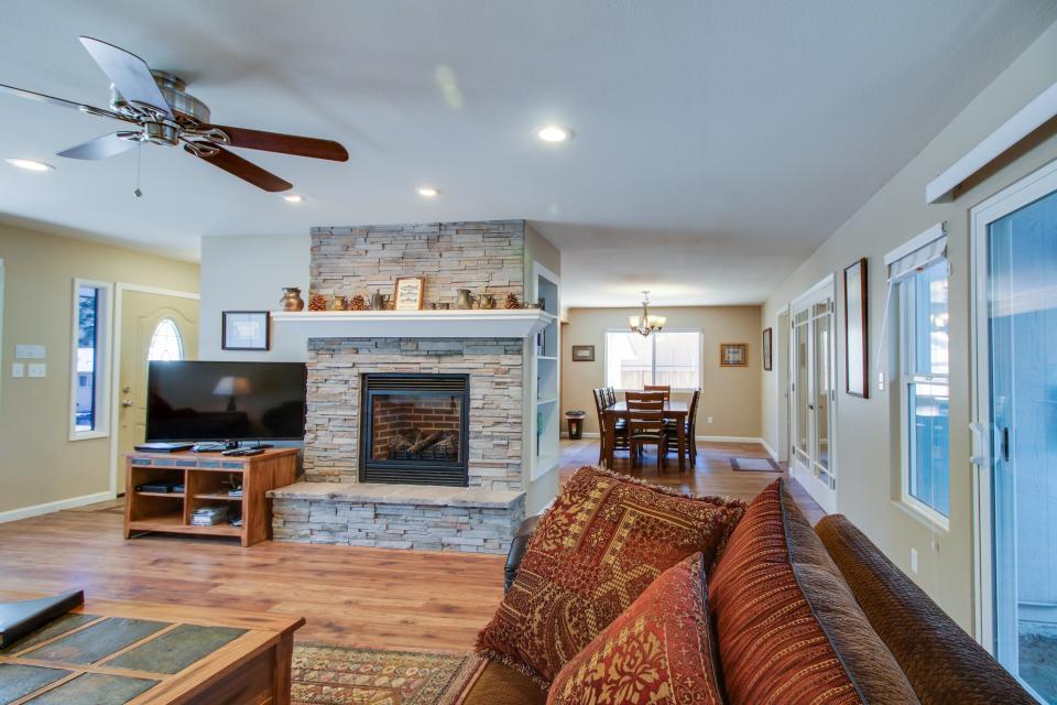 California Pines Family Home - South Lake Tahoe Vacation Rental - Photo 7