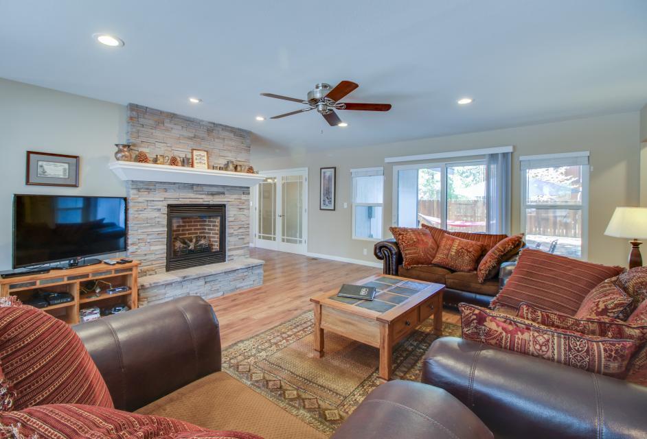 California Pines Family Home - South Lake Tahoe Vacation Rental - Photo 2