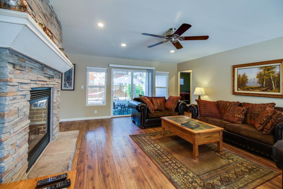 California Pines Family Home - South Lake Tahoe Vacation Rental - Photo 3