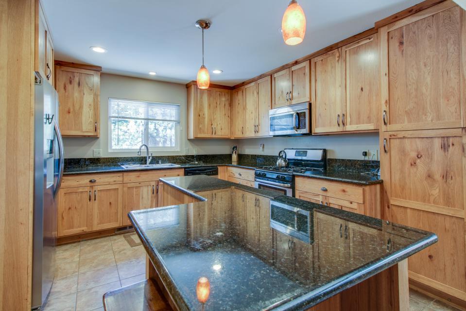 California Pines Family Home - South Lake Tahoe Vacation Rental - Photo 10