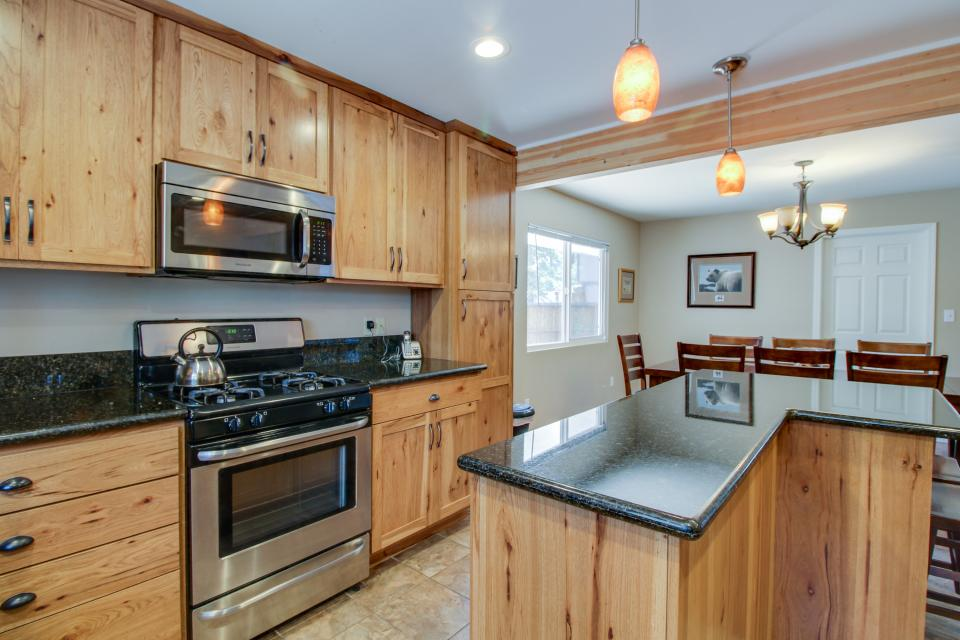 California Pines Family Home - South Lake Tahoe Vacation Rental - Photo 12