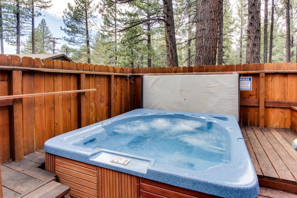 Spruce Grove Snowshoe Cabin - South Lake Tahoe Vacation Rental - Photo 3