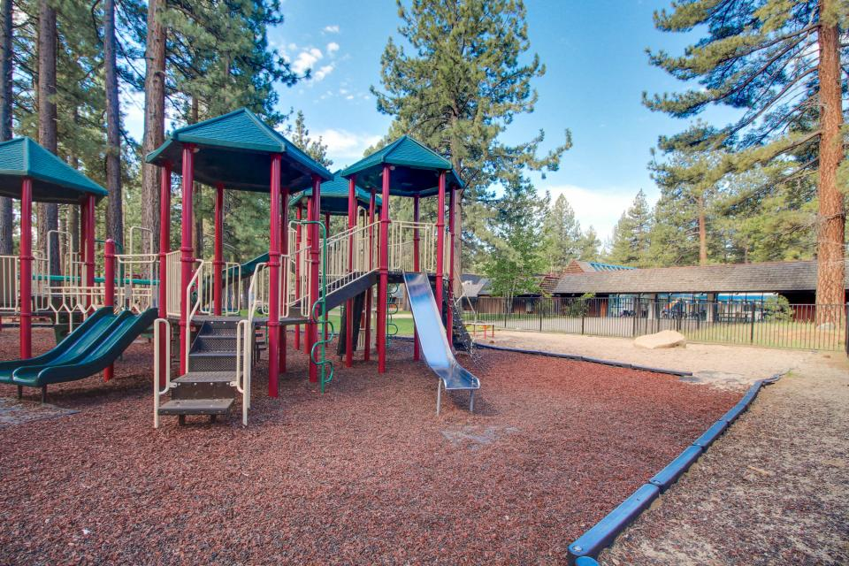 Spruce Grove Snowshoe Cabin - South Lake Tahoe Vacation Rental - Photo 24
