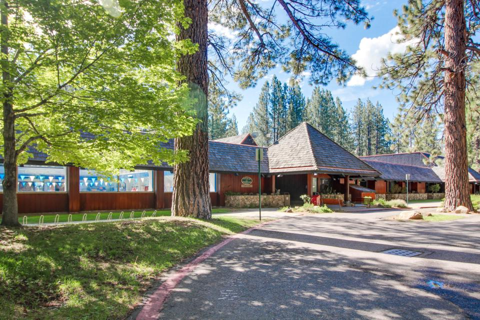 Spruce grove washoe cabin 2 bd vacation rental in south for Rental cabins in south lake tahoe