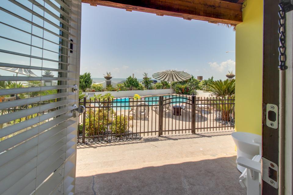 Condo di Cocco - CoccoLocco - Galveston Vacation Rental - Photo 13