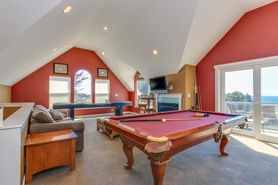 Crystal Rose Luxury Home - Lincoln City Vacation Rental - Photo 2