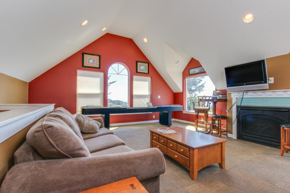 Crystal Rose Luxury Home - Lincoln City Vacation Rental - Photo 4