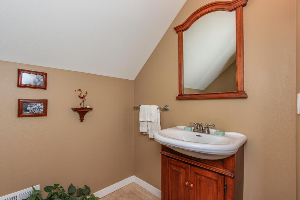Crystal Rose Luxury Home - Lincoln City Vacation Rental - Photo 9