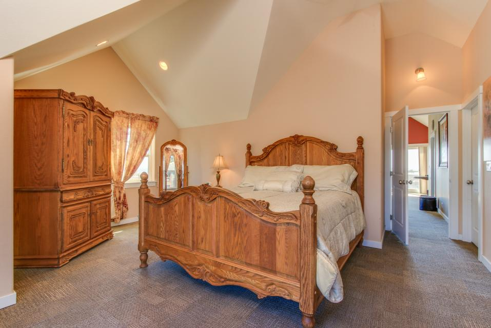 Crystal Rose Luxury Home - Lincoln City Vacation Rental - Photo 15