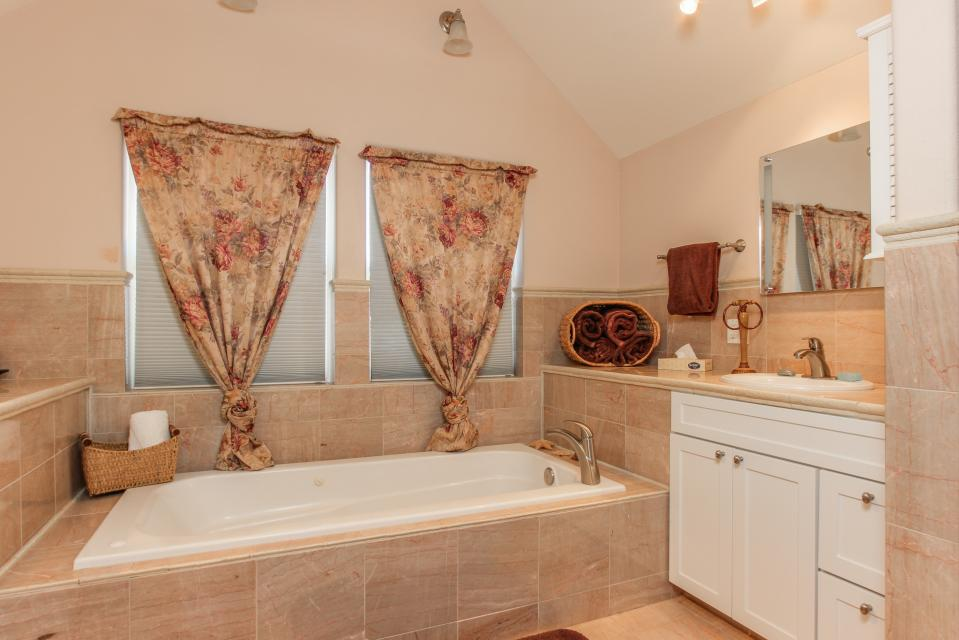 Crystal Rose Luxury Home - Lincoln City Vacation Rental - Photo 16