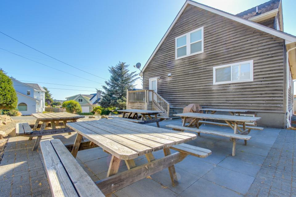 Crystal Rose Luxury Home - Lincoln City Vacation Rental - Photo 28