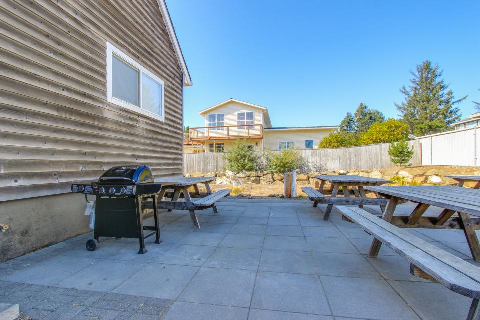 Crystal Rose Luxury Home - Lincoln City Vacation Rental - Photo 27