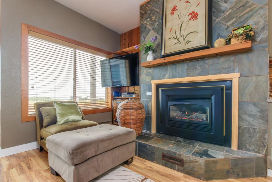 Whale Song of Depoe Bay - Depoe Bay Vacation Rental - Photo 4