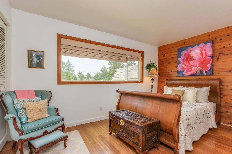 Whale Song of Depoe Bay - Depoe Bay Vacation Rental - Photo 14