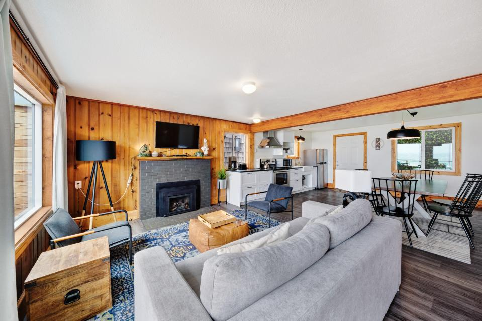 Cape Cod Cottages - Unit 3 - Waldport Vacation Rental