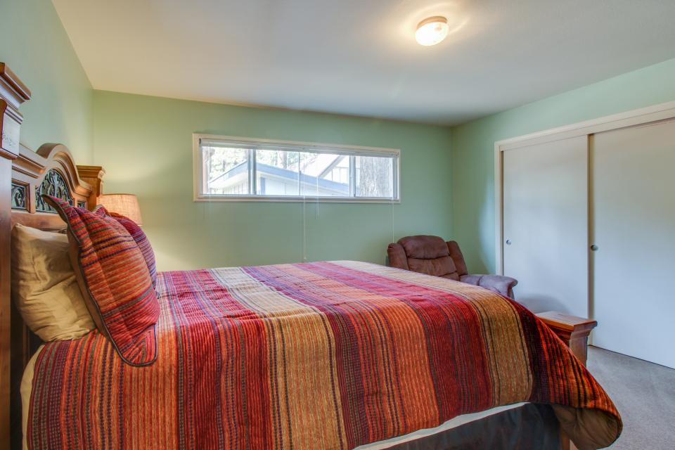 California Pines Family Home - South Lake Tahoe Vacation Rental - Photo 17