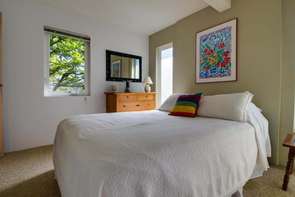 Summer House   - Seaside Vacation Rental - Photo 8