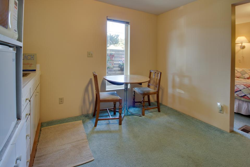 Summer House   - Seaside Vacation Rental - Photo 31