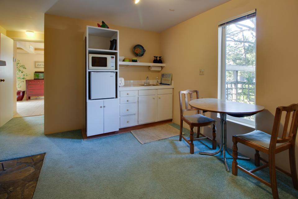 Summer House   - Seaside Vacation Rental - Photo 13