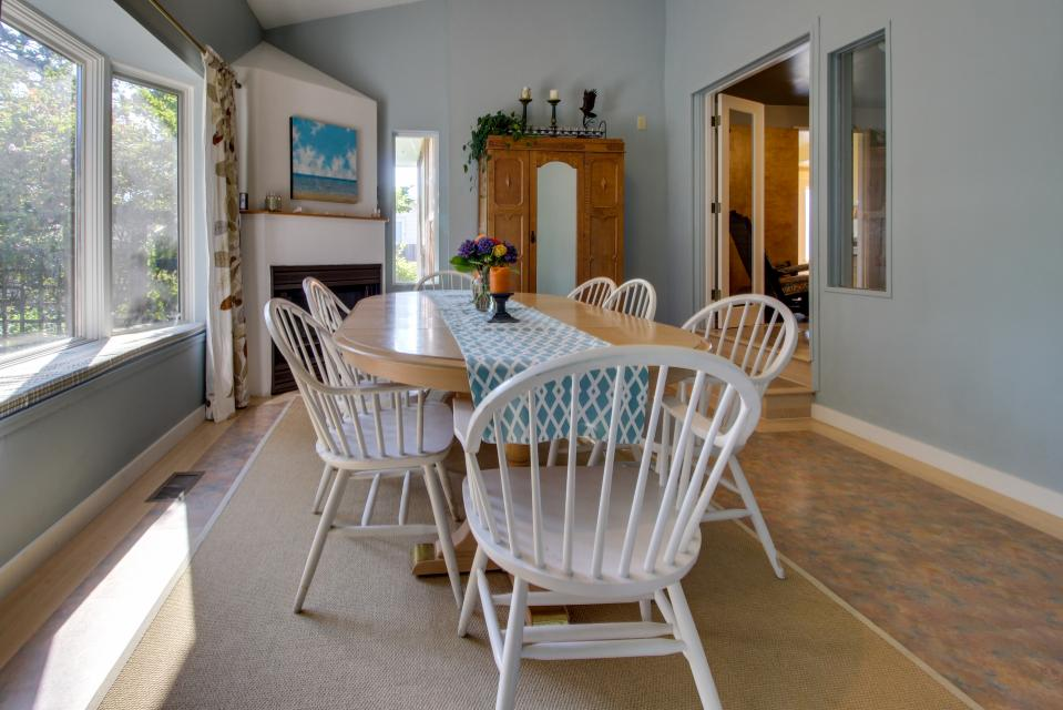 Summer House   - Seaside Vacation Rental - Photo 23