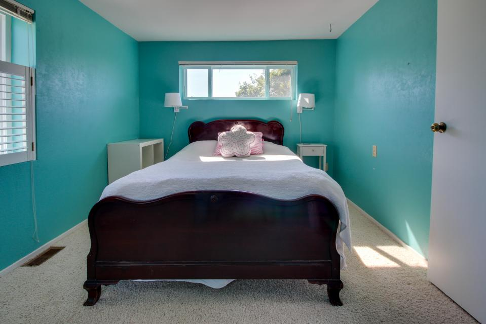 Summer House   - Seaside Vacation Rental - Photo 16