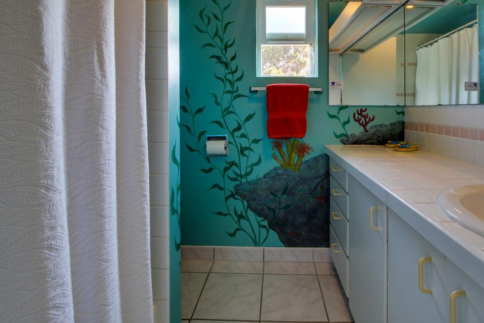 Summer House   - Seaside Vacation Rental - Photo 36