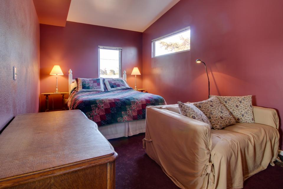 Summer House   - Seaside Vacation Rental - Photo 18