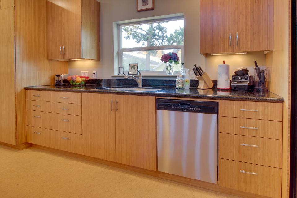 Summer House   - Seaside Vacation Rental - Photo 24