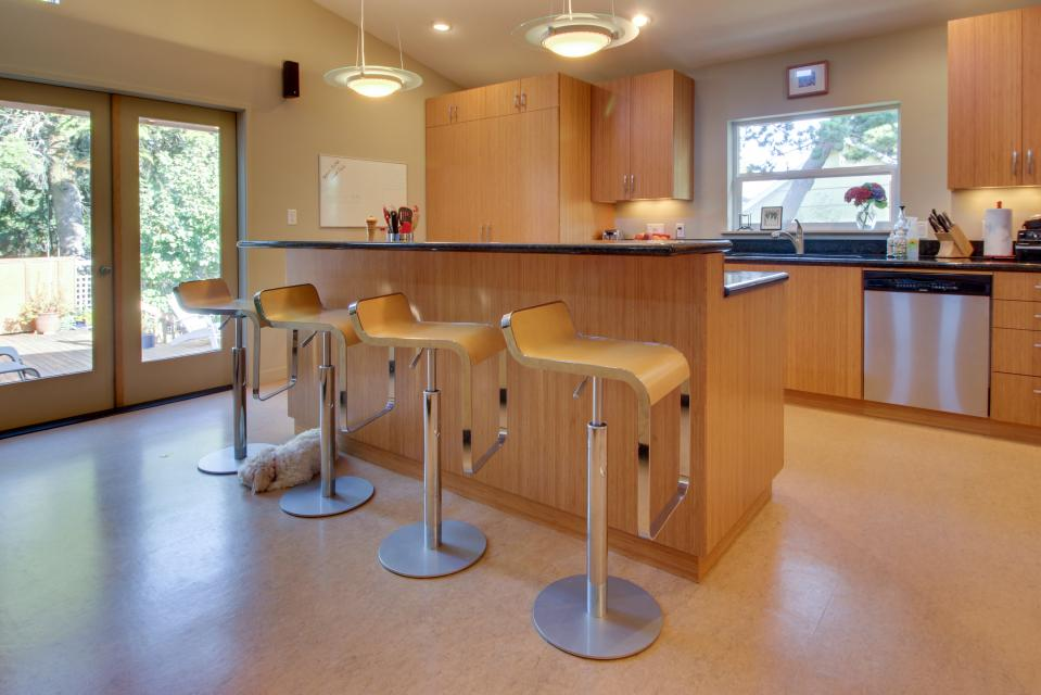 Summer House   - Seaside Vacation Rental - Photo 2