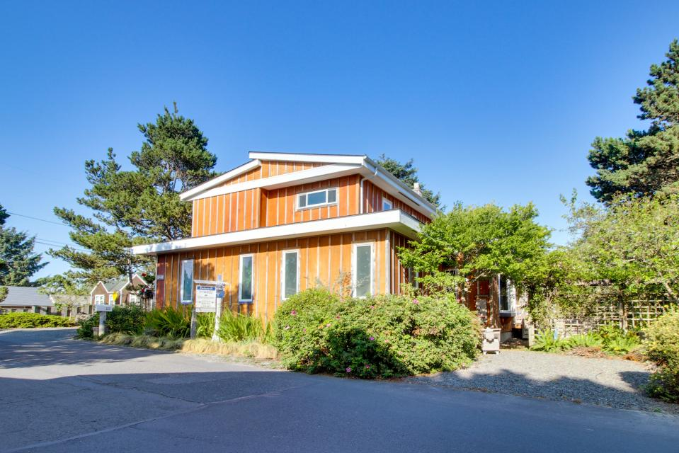 Summer House   - Seaside Vacation Rental - Photo 43