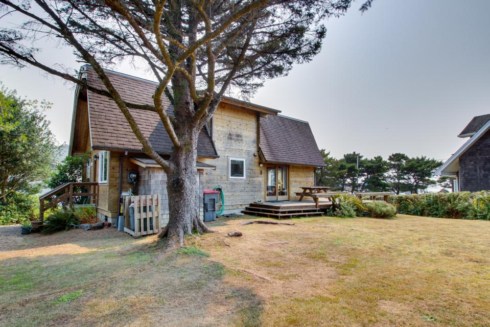 Fernwood beach house 2 bd vacation rental in cannon for Beach house rentals cannon beach