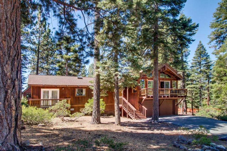 Skyland lake house 5 bd vacation rental in tahoe city for Tahoe city cabin rentals