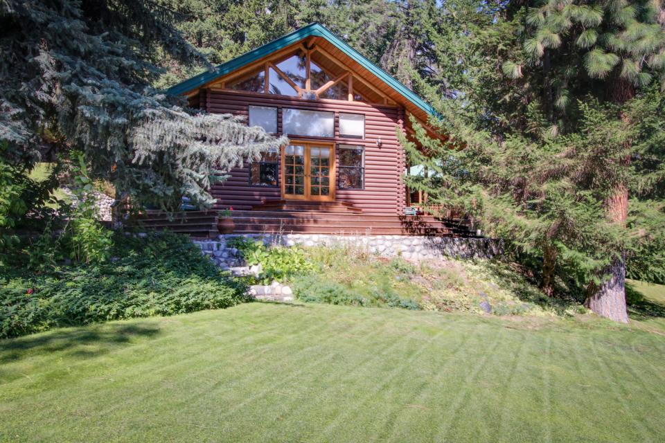 Hillside hideaway 3 bd vacation rental in leavenworth for Leavenworth cabin rentals