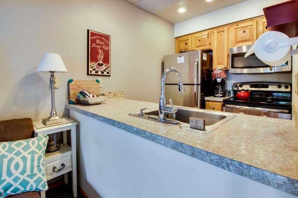 Beaches Inn Townhomes - Cannon Beach - Take a Virtual Tour