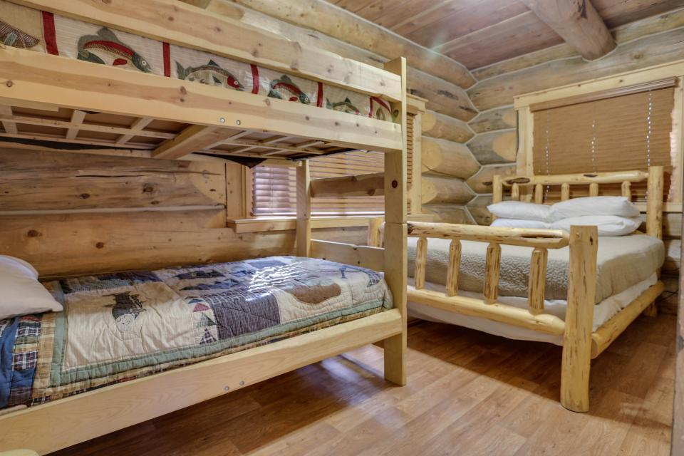Little Bear Cabin - Government Camp Vacation Rental - Photo 9