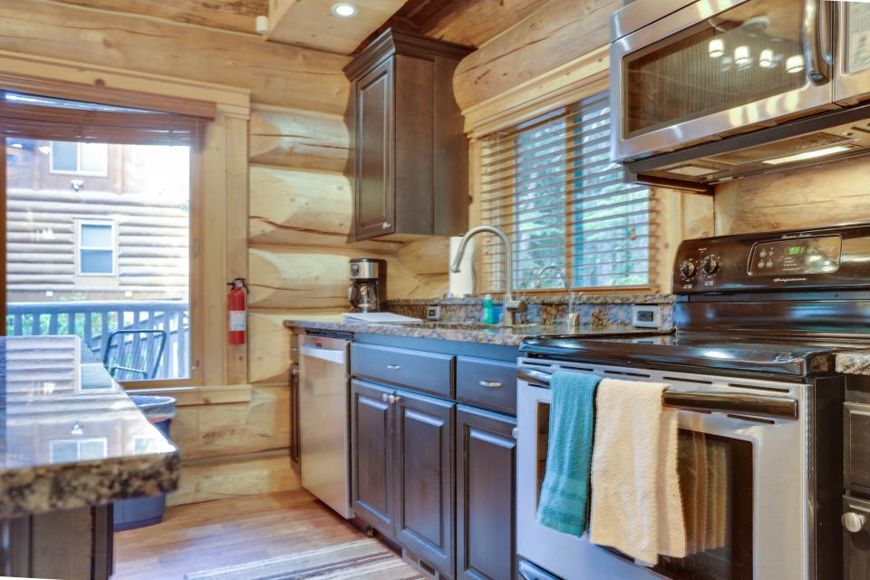 Little Bear Cabin - Government Camp Vacation Rental - Photo 4