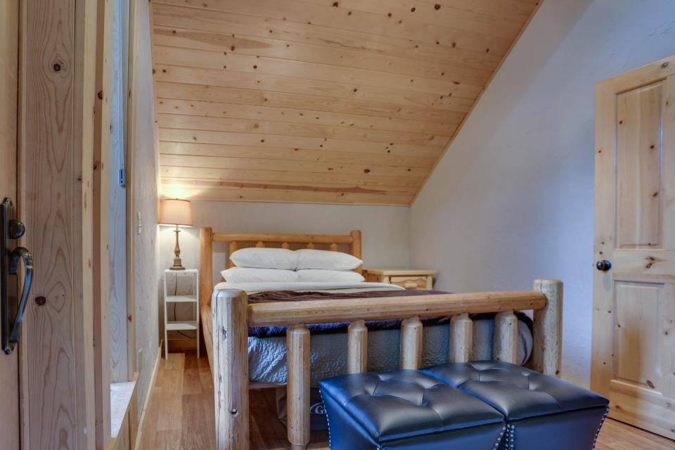 Little Bear Cabin - Government Camp Vacation Rental - Photo 11
