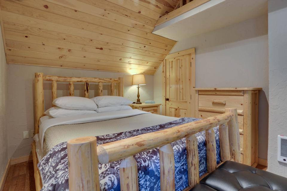 Little Bear Cabin - Government Camp Vacation Rental - Photo 14
