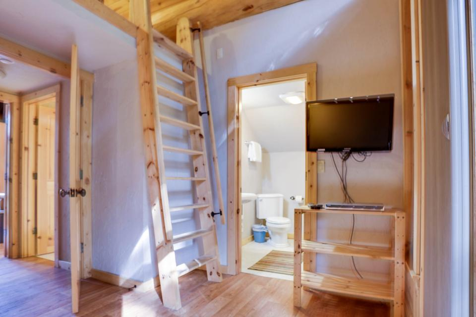 Little Bear Cabin - Government Camp Vacation Rental - Photo 16